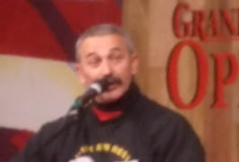 Aaron Tippin performing for the troops in Iraq